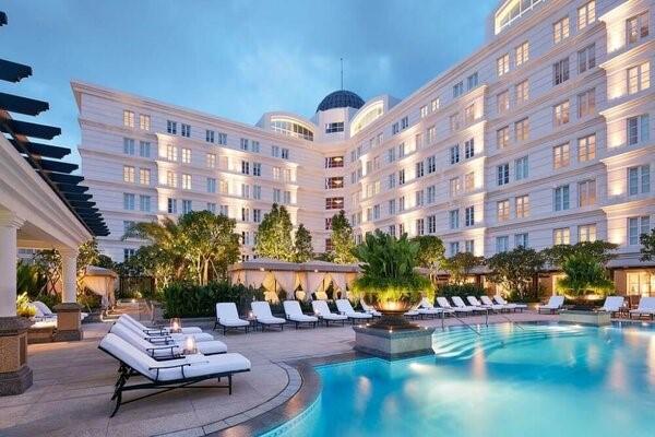 Hồ bơi là điều bắt buộc phải có ở khách sạn 5 sao