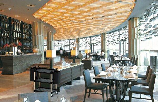 Nhà hàng được bố trí tại khu vực lễ tân